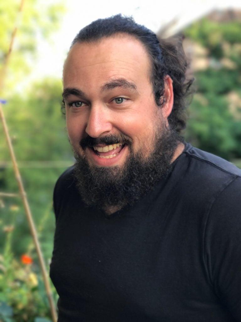 Silvan Hagen, Gründer von Krumm & Fein und Entwickler der Hochbeete mit Wasserspeicher